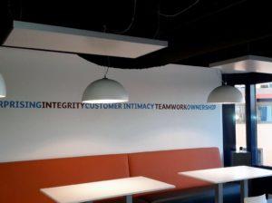 Vrijhangende infraroodverwarming lunchcafe