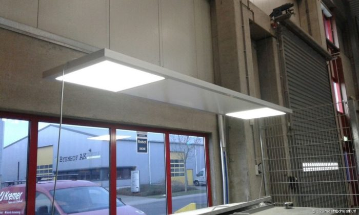 Arbeitsplatzheizung mit LED-Beleuchtung