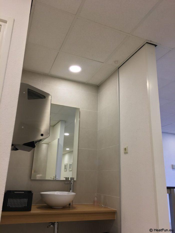 Toiletruimte bij verwarmen infraroodverwarming